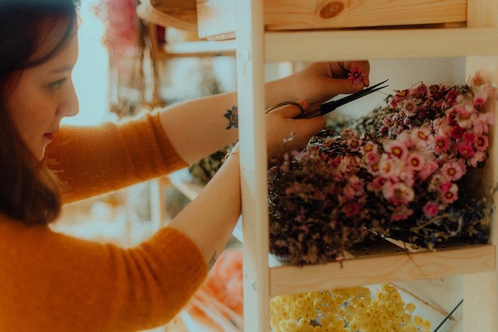 La créatrice dans son atelier
