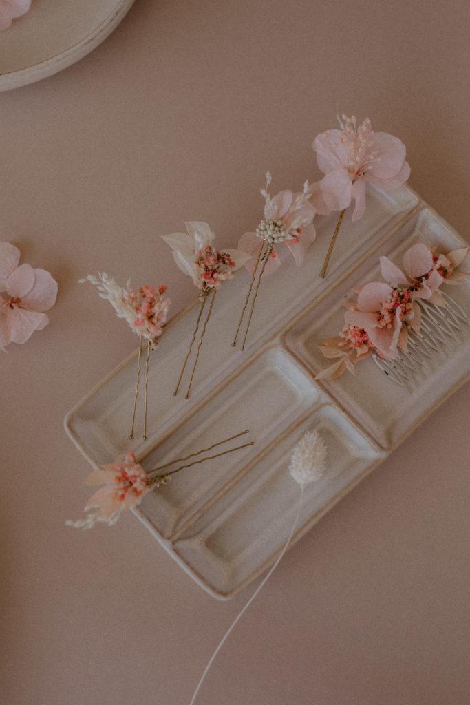 Peigne et pics à chignon fleuris
